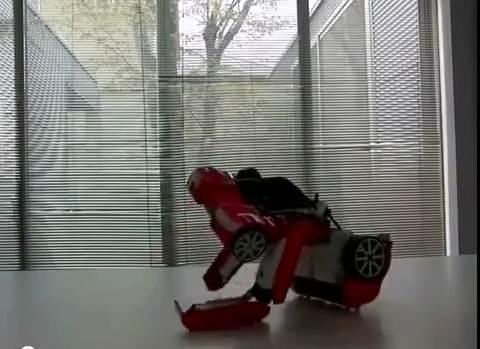 robot transformer 8 Un véritable petit Transformer doté de 22 moteurs