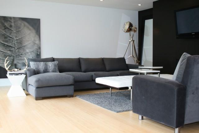 Une belle maison moderne en noir et blanc lire for Maison moderne noir