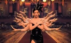 Coldplay – Princess Of China ft. Rihanna (clip)