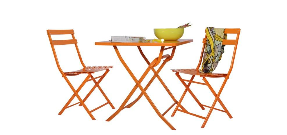 Mobilier d 39 ext rieur tendance 2012 le bois et le m tal for Salon de jardin metal colore