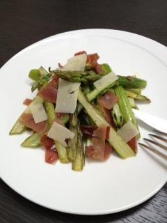 une recette de saison simple et saine la salade d asperges tiede paperblog. Black Bedroom Furniture Sets. Home Design Ideas