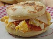 Muffin Anglais oeufs brouillés, Tomate Piment doux