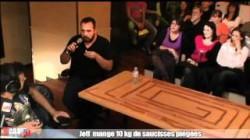 Cauet : Jeff mange 10 kg de saucisses piégées