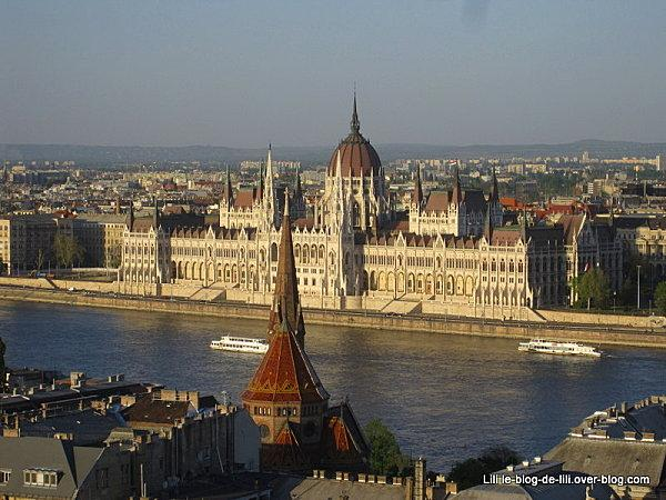 Vue-sur-le-Parlement-de-Budapest.JPG