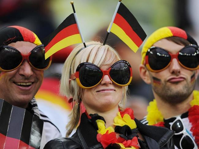 Supportrice allemande full diapos large Euro de football 2012 | Au delà des matchs #5 : Supporters de l'Euro