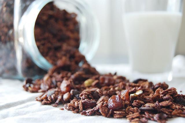 Muesli / Granola tout chocolat, abricot et pistache, la magie du fait maison