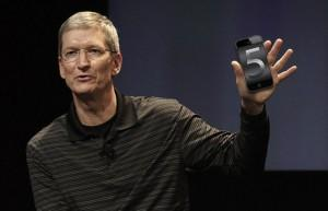tim cook iphone 5 300x193 iPhone 5: vers un lancement historique !