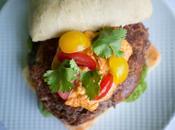 Burger végétarien haricots rouges, pesto rosso chèvre frais