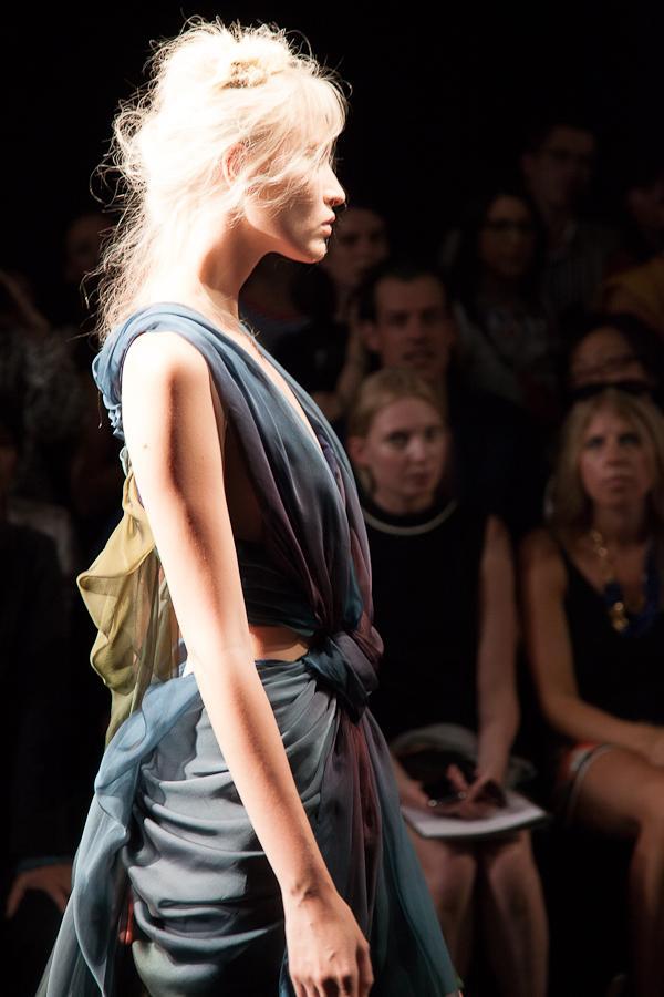 Le défilé Yiqing Yin Haute Couture Automne-Hiver 2012
