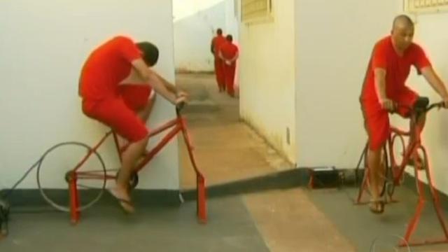 Ces prisonniers qui font du vélo pour allumer des lampadaires
