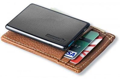 Une batterie de secours pour iPhone, de la taille d'une carte de crédit...
