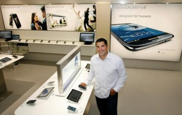 Et Samsung qui n'en fini plus de copier Apple, avec son Samsung Store...