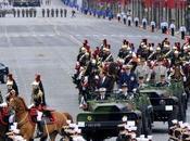 Premier défilé juillet présidé Hollande