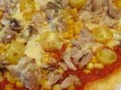 Pizza maison thon, petites tomates jaunes piment