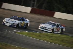 Cale Conley leads Brett Moffitt nknps East Columbus 072112 300x200 Nascar K&N Pro series East at Colombus, Les photos
