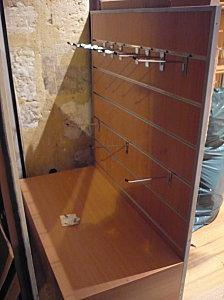 podium de vitrine a vendre voir. Black Bedroom Furniture Sets. Home Design Ideas