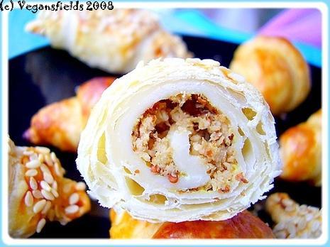 Mini-croissants feuilletés fourrés seitan fumé & moutarde à l'ancienne