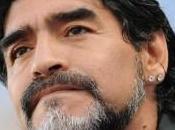 Maradona Quand Ronaldo marque but, vend shampoing