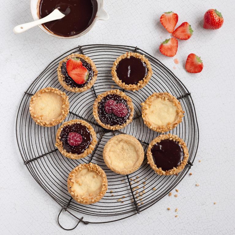 Tartelettes au chocolat fondant et sirop de fraise {recette inside}