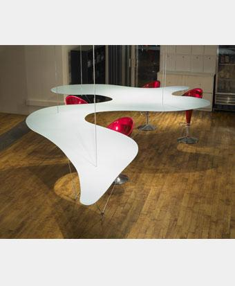 Les tables manger et table basses r volutionnent votre for Table salle a manger un pied