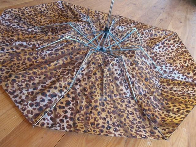recyclage de parapluie r cup ration de tissu paperblog. Black Bedroom Furniture Sets. Home Design Ideas