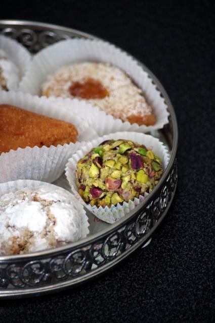 Gourmandises Orientales (M'Cheweks Pistache, Ghribya Cacahuètes, Makrouts et Tartelettes Abricot)