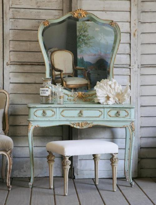 coiffeuse ancienne baroque avec miroir paperblog. Black Bedroom Furniture Sets. Home Design Ideas