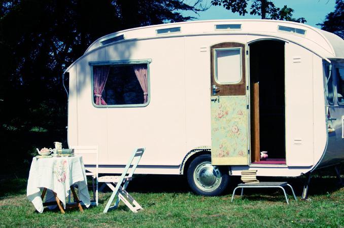 en mood une caravane vintage d couvrir. Black Bedroom Furniture Sets. Home Design Ideas