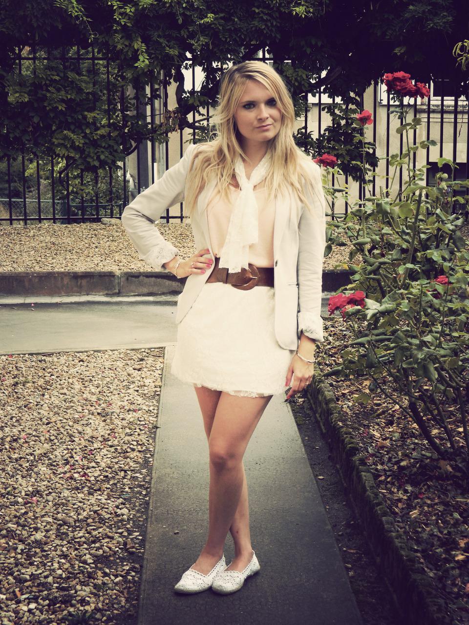 Veste avec robe blanche