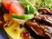 Salade magret canard grillé, sauce aigre-douce-piquante