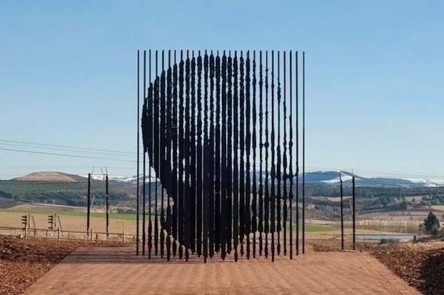 Un monument d'acier en l'honneur de Nelson Mandela par Marco CIanfanelli - Sculpture