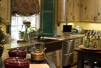cuisine anglaise avec meubles en bois d couvrir. Black Bedroom Furniture Sets. Home Design Ideas