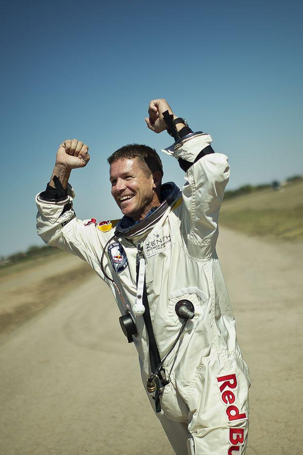 felix baumgartner paper Red bull stratos mission (october 2012): what happens to the space capsule that felix baumgartner will use to climb to 120,000 feet after he j.