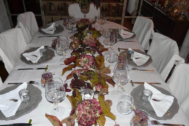 table d 39 automne autumn table voir. Black Bedroom Furniture Sets. Home Design Ideas