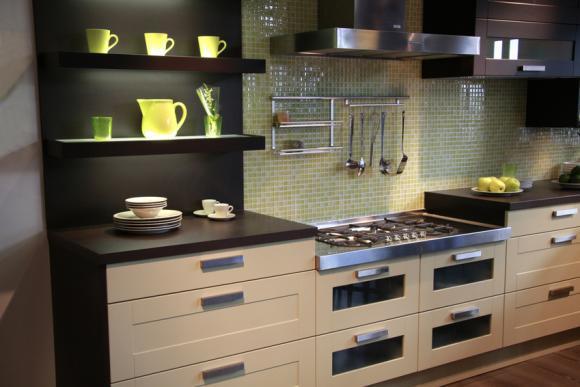 Comment Fabriquer Une Hotte De Cuisine En Bois : Customisez vos meubles pour relooker votre cuisine ! – Paperblog