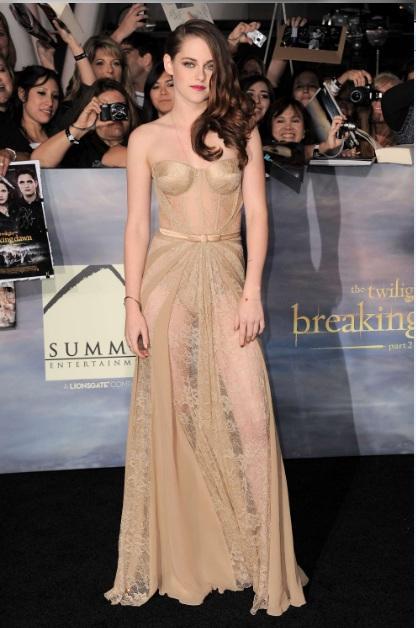 Kristen Stewart nue à l'avant première de Twilight chap 5 - épisode 2