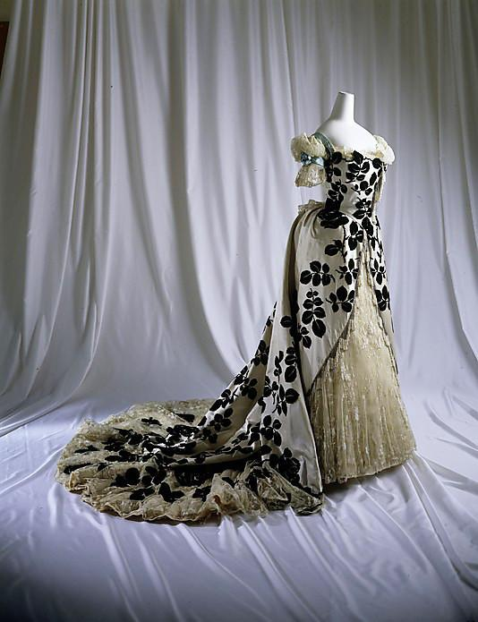 1898-Evening-dress-House-of-Worth.jpg