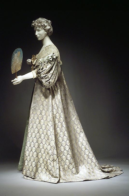 Tea-gown-House-of-Worth-1894-.jpg