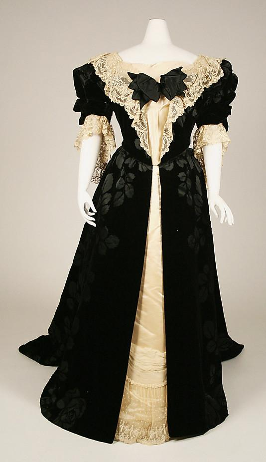 Dress-House-of-Worth-1897.jpg
