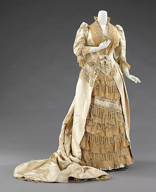 Court-presentation-dress-House-of-Worth-1895.jpg