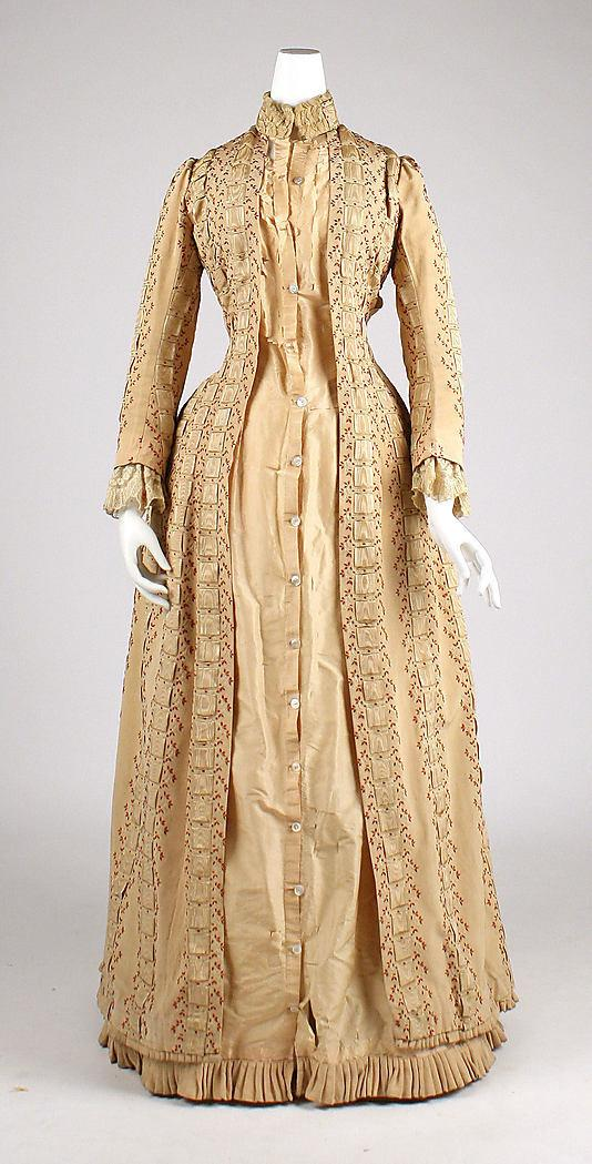 Tea,gown,House,of,Worth,1880