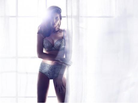 Laetitia Casta pour H&M Lingerie