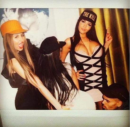 Ayem raconte qu'elle a couché avec Chris Brown !