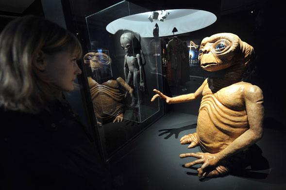 Les objets cultes des films de sf s exposent lille paperblog - Objet de science fiction ...