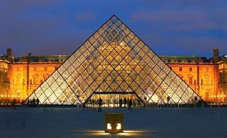 La pyramide du louvre une id e datant du xviiie si cle paperblog - Construction pyramide du louvre ...