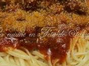 Spaghetti boulettes avec sauce tomates