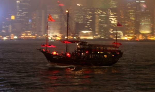 Jonque chinoise sur la baie de Hong Kong