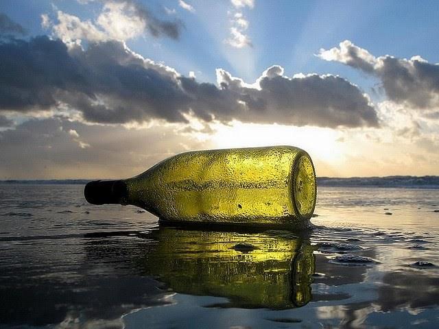 Ceci est une bouteille (consignée) lancée à la mer ! (1/2)