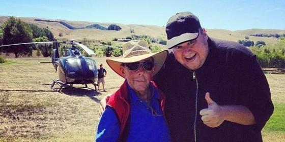 Le fondateur de Megaupload évite le crash de son hélicoptère...