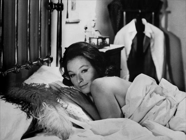 le lit conjugal una storia moderna l 39 ape regina marco ferreri 1963 paperblog. Black Bedroom Furniture Sets. Home Design Ideas